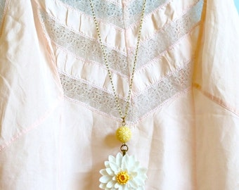 Large Daisy Necklace - White Flower Necklace - Daisy Pendant - Floral Necklace - Brass Chain - Gift for Her - Spring Fashion - Gift For Her