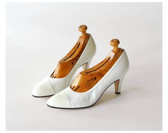 vintage Salvatore Ferragamo  white leather heels/ Italian shoes / size 7
