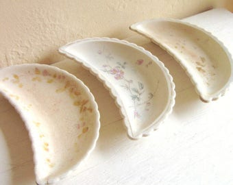 Set of 3 Three Old Antique Bone Oyster Shell Dishes Small Crescent Ironstone