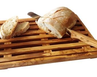 A bread cutting board
