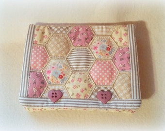 Purse with patchwork of hexagons