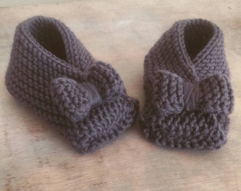 Hand knit baby booties slippers with bow