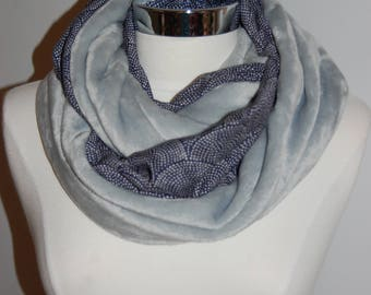Snood gray blanket bead / dots on Navy blue background