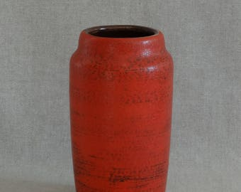 Red '70 vase by Scheurich, West Germany. Model 231-15