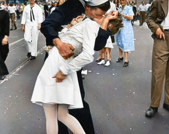 VJ Day Kiss in Times Square 1945 - Colorized