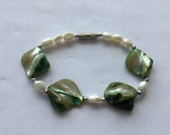 Pearl bead and Shell Bracelet