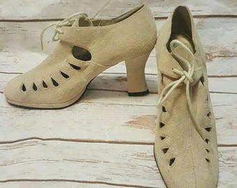 Vintage, 1980's, Cream suede lace up pumps, Size 8