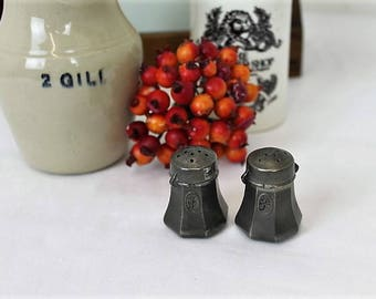 Vintage Pewter Salt & Pepper/Etain du Manoir Pewter/Miniature Cruet Set/Dining/SALE (Ref1980F)