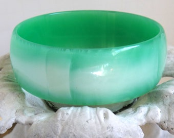Vintage spearmint green and white marbled patchy moonglow lucite bangle bracelet spring pastel summer jewelry