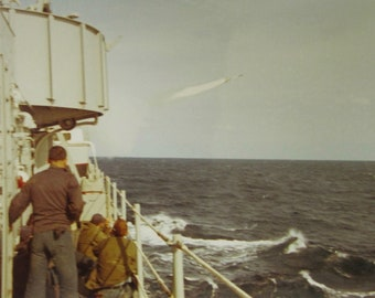 War In Action - Vietnam War Era 1972 American Battleship Machine Missile Launch Color 7 x 5 Photo - Free Shipping