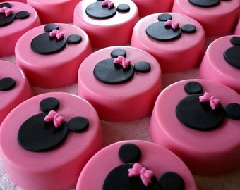 Minnie Mouse inspired oreos