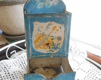 """Funky Kitchen MATCH BOX HOLDER Blue & White Painted Metal, Tray Wall Hanger 6"""" x 3"""" Guy Gift Wood Stove Fireplace Den 1930s Primitive Farm"""