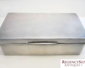 ITEM RSERVED - Sleek Minimalist (1939) Solid Sterling Silver Cigarette/Trinket Box Casket Case. Vintage/Antique. 20th-century Art Deco era.