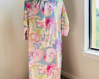Vintage Travel Lite by Boutique Polyester Pastel Flower House Coat Robe Size L