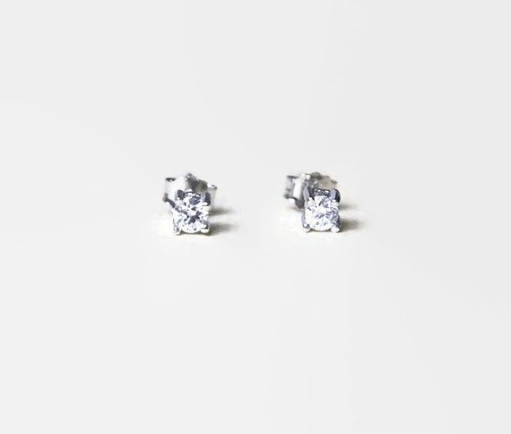 Beginnings Cubic Zirconia Square with Border Stud Earrings - Silver i3HRlynI1