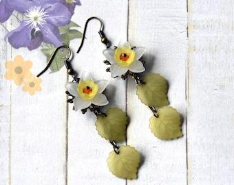 Daffodil Earrings, Lucite Flower Earrings, Yellow Flower Earrings, Spring Earrings, Easter Earrings, Dangle Earrings, Daffodil Jewelry
