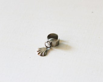 Non pierced ear cuff, silver band ear cuff, Sea shell ear cuff, Dainty ear cuff, No piercing earring, Cartilage earring, cartilage ear cuff