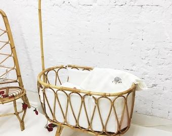 Vintage wicker bassinet
