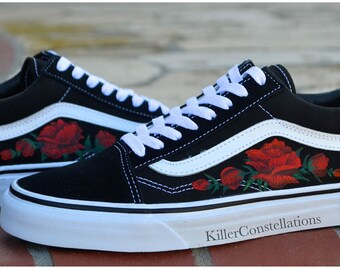 vans nere con rose