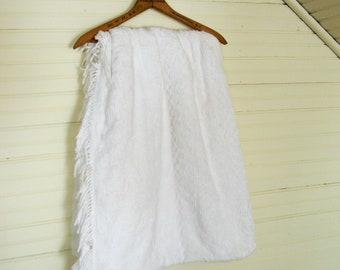 Vintage Chenille Bedspread, White Chenille Spread with Fringe, Full Size White Chenille Bedspread, Lightweight Summer Spread, White Cotton
