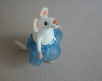 Needle felted mouse girl, Felt mice figurine, Mommy gift, Felted cute mouse figure