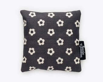 60s Flower Lavender Bag in Midnight – Retro Fragrance Sachet by Suzie London
