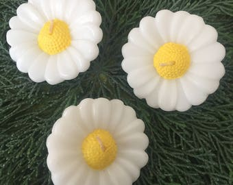 NEW LISTING Vintage Daisy Floating Candles, White and Yellow, 1990's, Set of  3