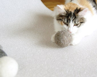 Felted cat ball in cappuccino color natural wool set of 3 - wool ball - natural cat toy - kitten toy