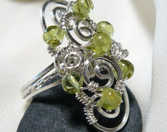 Peridot Ring ~ Peridot Bead Ring ~ Silver Bead Ring ~ Wire Bead Ring ~ Wire Wrapped Bead Ring ~ Newgrange ~ Cluster Ring ~ Size 7