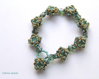 Pattern/Tutorial in English  for the bracelet  :Up and down