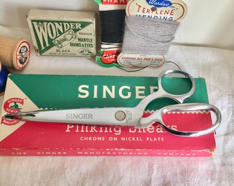Vintage Singer Pinking Shears. Never used and still boxed.