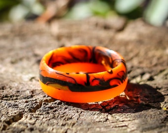 Orange and Black marbleized resin ring with orange glow stripe - size 7 US