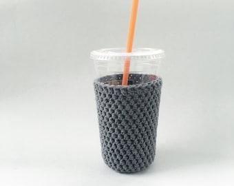 glacé moyen café cosy. gris café cosy. au crochet, coupe confortable. Coupe du coton manches Eco friendly cadeaux moins de 15 ans. tasse à café amant gift.iced confortable.