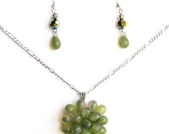 Ensemble Collier Vert Mousse et boucles d'oreilles, Ensemble cadeau pour elle, Collier Baie pendentif en verre, Bijoux unique