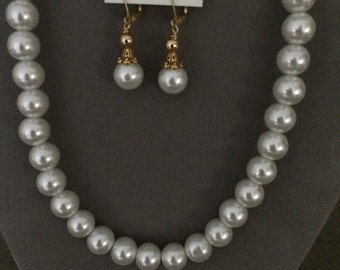 White shell pearls set