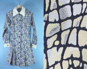 1960s collared mini dress, mod 60s mini dress, Peter Pan collar dress, retro Twiggy dress 60s printed long sleeve dress, eggshell white blue