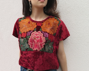 Collectors Vintage Velvet Embroidered Mexican Frida Kahlo Tehuantepec Blusa. cApprox. Size 2/6