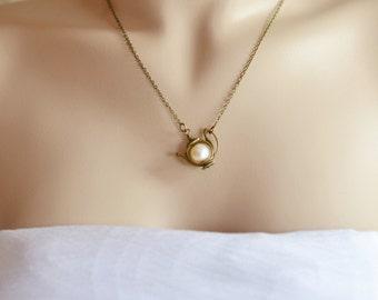Teapot Necklace, Tea Pot Pendant, Wonderland inspired jewelry, Swarovski Pearl Tea Pot Necklace, Charm Necklace, Tea Lover, Bridesmaid Gift