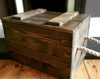 Trunk with rope handles