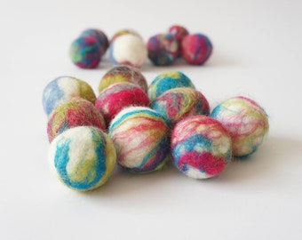 Cat and dog interactive toy. Wool ball. Handmade. Natural sheep wool. Soft and light. Also have more other uses. 30 pieces.