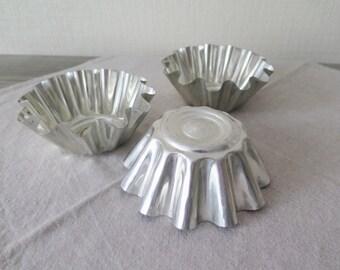 Set of 3 Vintage Metal Molds, Medium Large Cake Molds Metal Mold for Cake, Jello Molds, Retro Kitchen Utensils, Vintage Tin Tableware @124