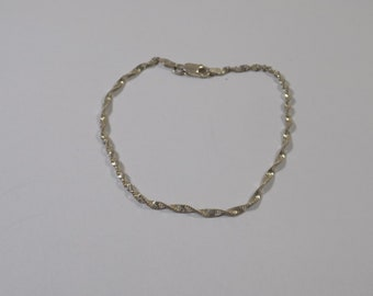 Cute 7 1/2 inch sterling silver twist bracelet