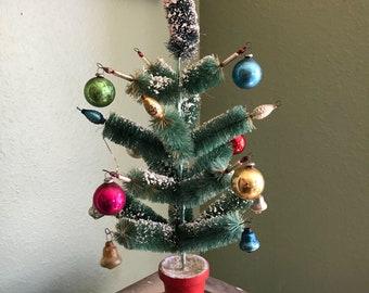 Vintage bottle brush Christmas Tree plays Silent Night