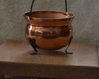 COPPER POT Vint 80s.. Black Twisted Wrought Iron Handle..3 Black Wrought Curved Legs.Fruit, Snacks, Planter, whatever..Coppercraft Guild