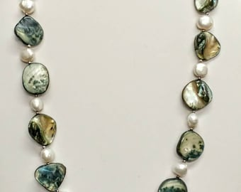 Mother of Pearl and Abalone Shell 18 inch Necklace Abalone Disks Alternated with Natural-Shaped Pearls Silver Clasp Ref 18766
