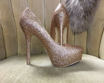 Custom made to order high heels. Sizes 5-12. Gold pumps. Closed toe heels.