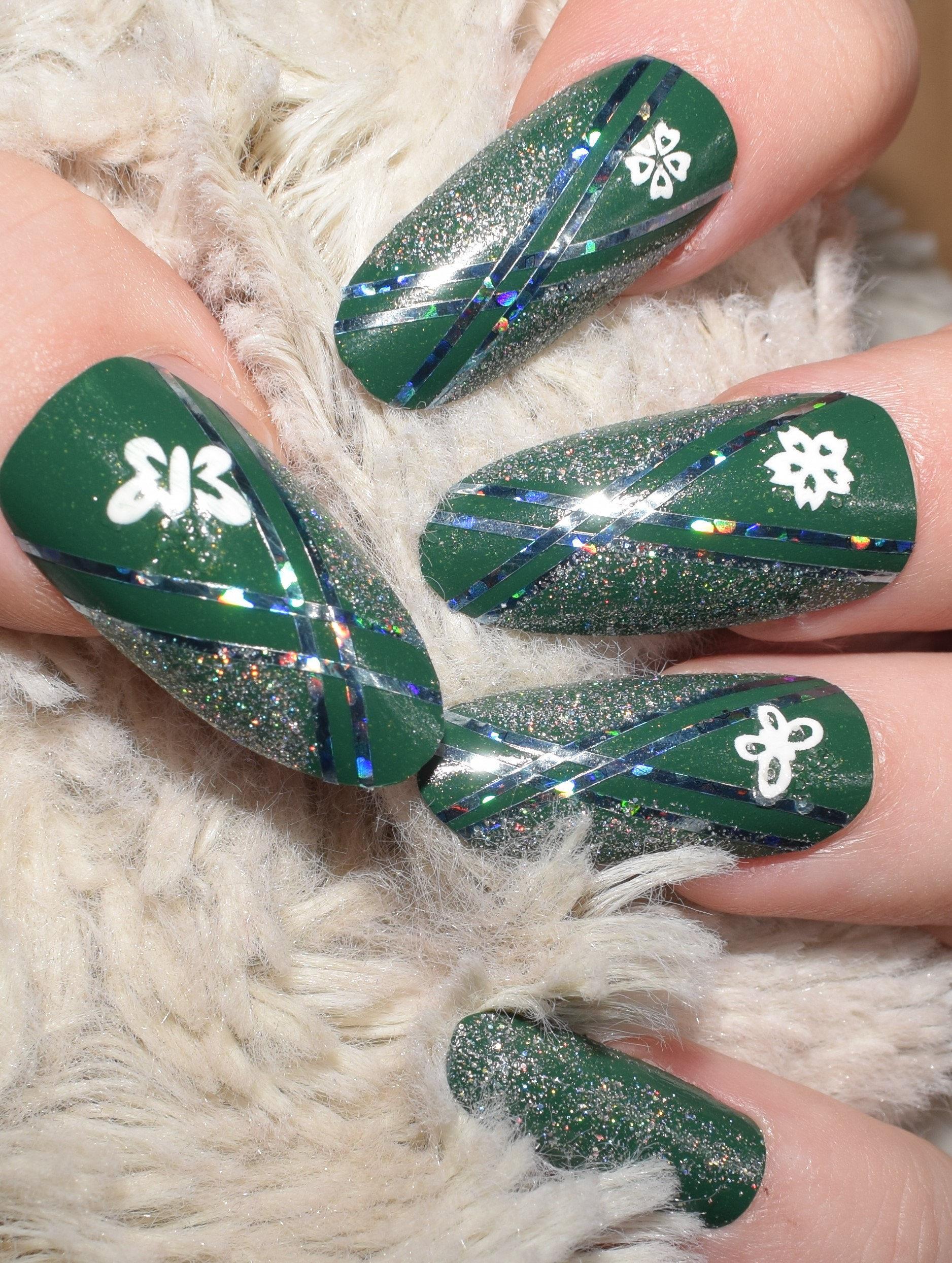 Grüne falsche Nägel lange ovale Runde falsche Nägel von Hand