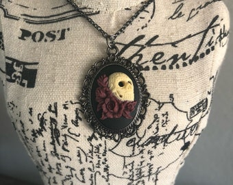 Skull roses cameo steampunk gunmetal necklace