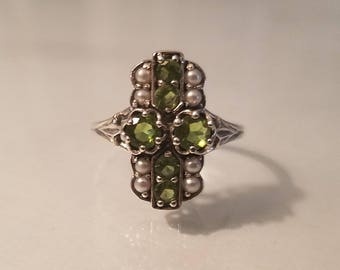Vintage art deco 1.25 ctw round peridot and seed pearl etched sterling silver ring size 5.5