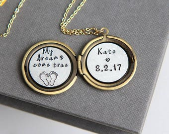 New Mom Necklace, Personalized New Mom Necklace, Baby Name Necklace, Baby Feet Necklace, Gift for New Mom, Personalized Locket Necklace